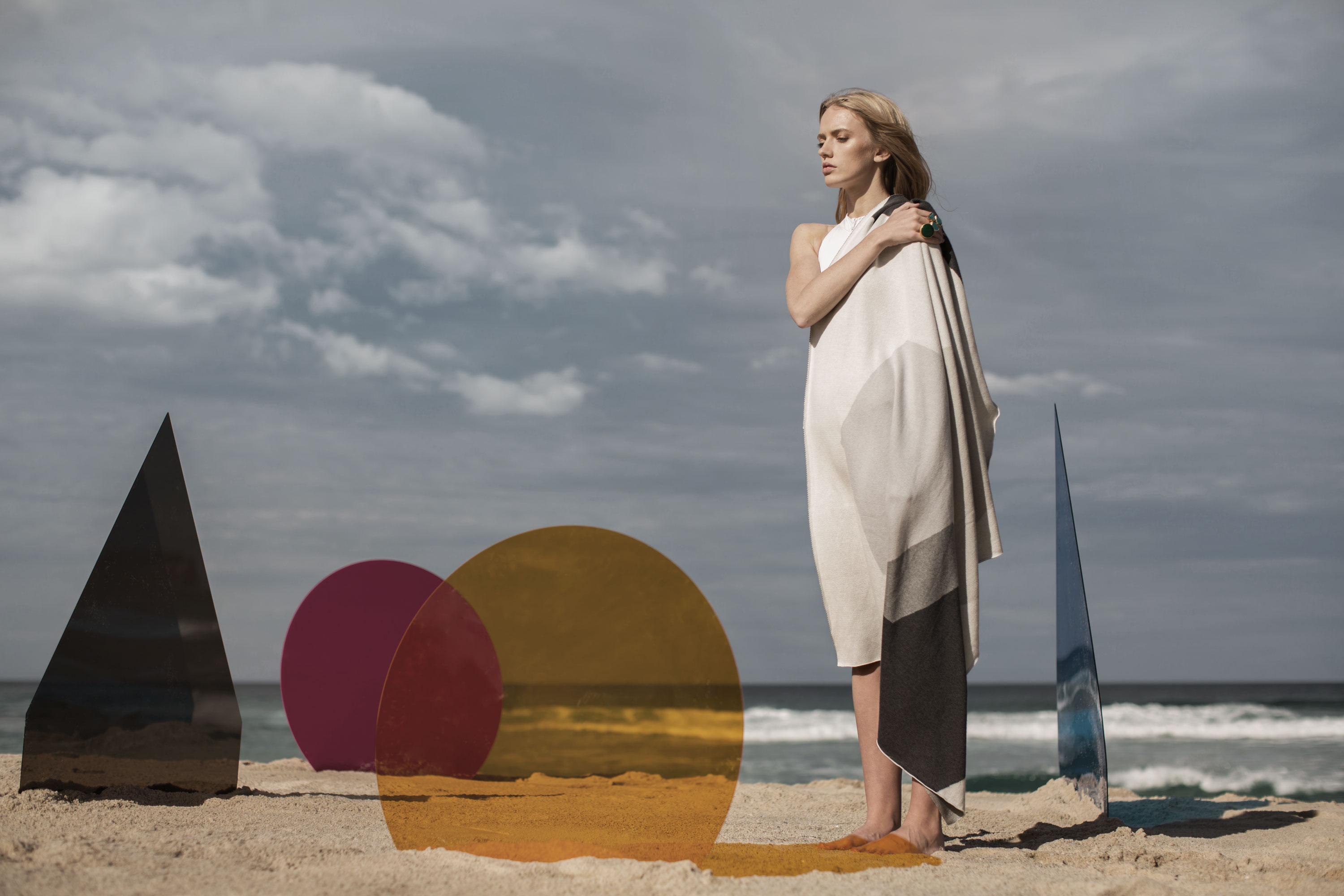 katekate_campaign_blankets_cape_grey_3