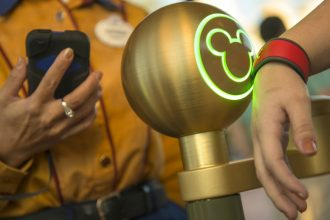 Disney MagicBand unlocking using Bluetooth