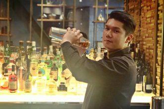 Vincent Tran making a drink
