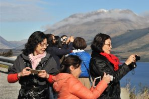 CHINESE TOURISTS SPENDING MORE