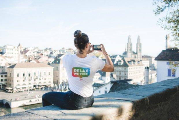 Instagram-sitter taking a photo in Switzerland