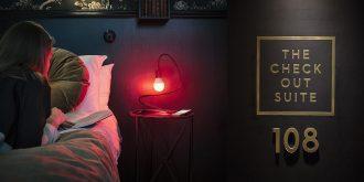 Guest in bed beside Skarmfri lamp.