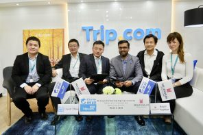 Ctrip and Millennium team members sign partnership.