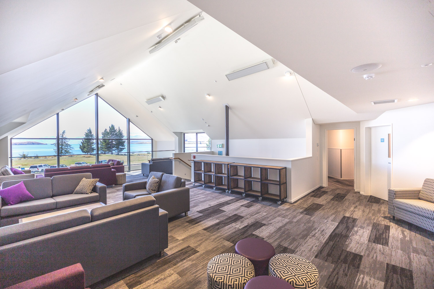 yha-lake-tekapo-interior-lounge-201903-dgpoi-017-lr-1500
