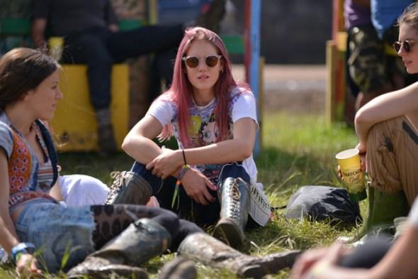063014_Glastonbury_Music_Festival_Street_Style_slide_022