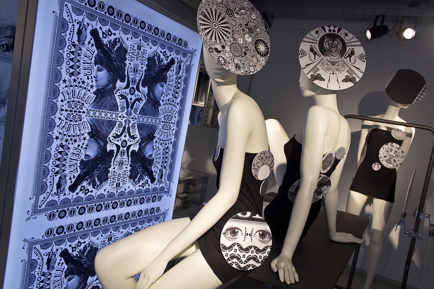 36_abc_mannequins_alu_in_timeless