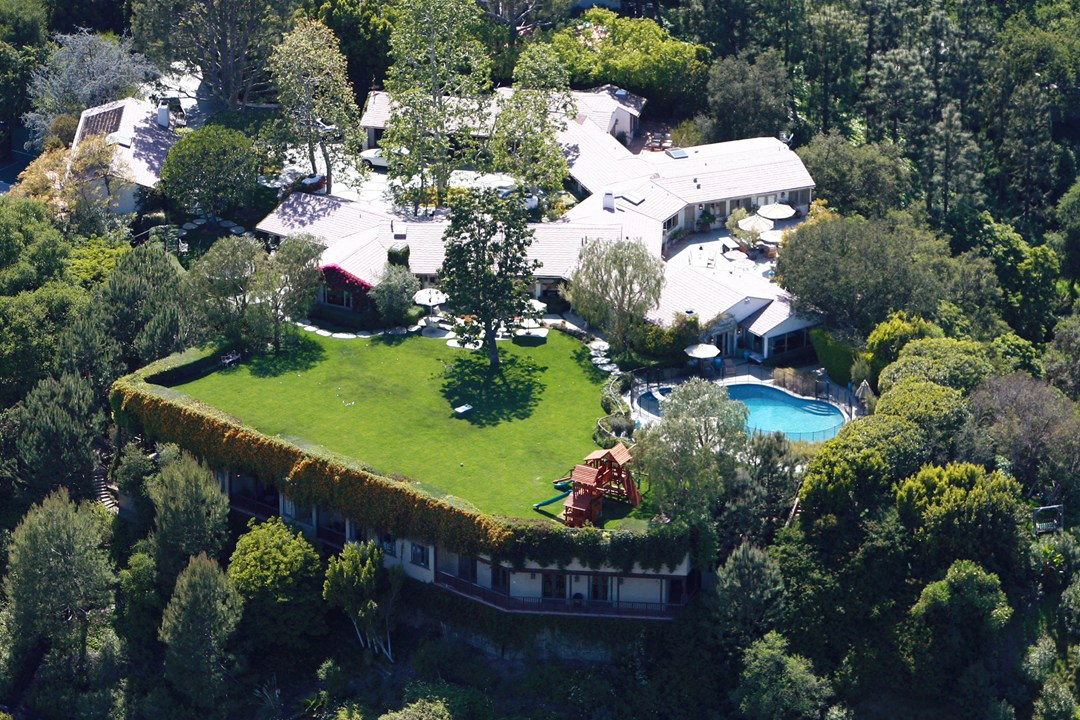 Ben Affleck and Jennifer Garner put their Los Angeles mansion on the market for $45 million, after the couple confirmed in the summer that they are getting a divorce.