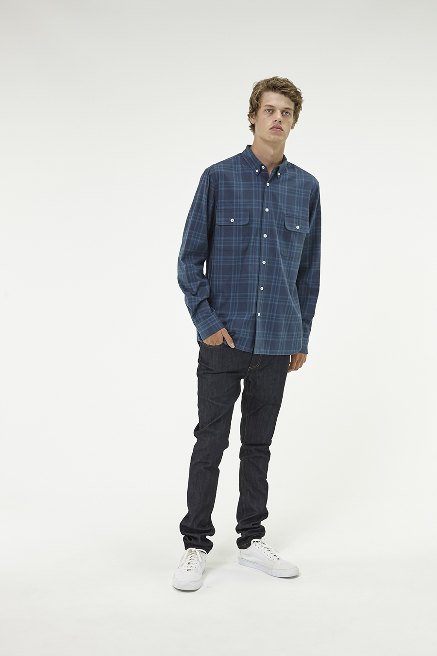 Huffer_Q3-16_M-Lennon-Shirt_Navy-04