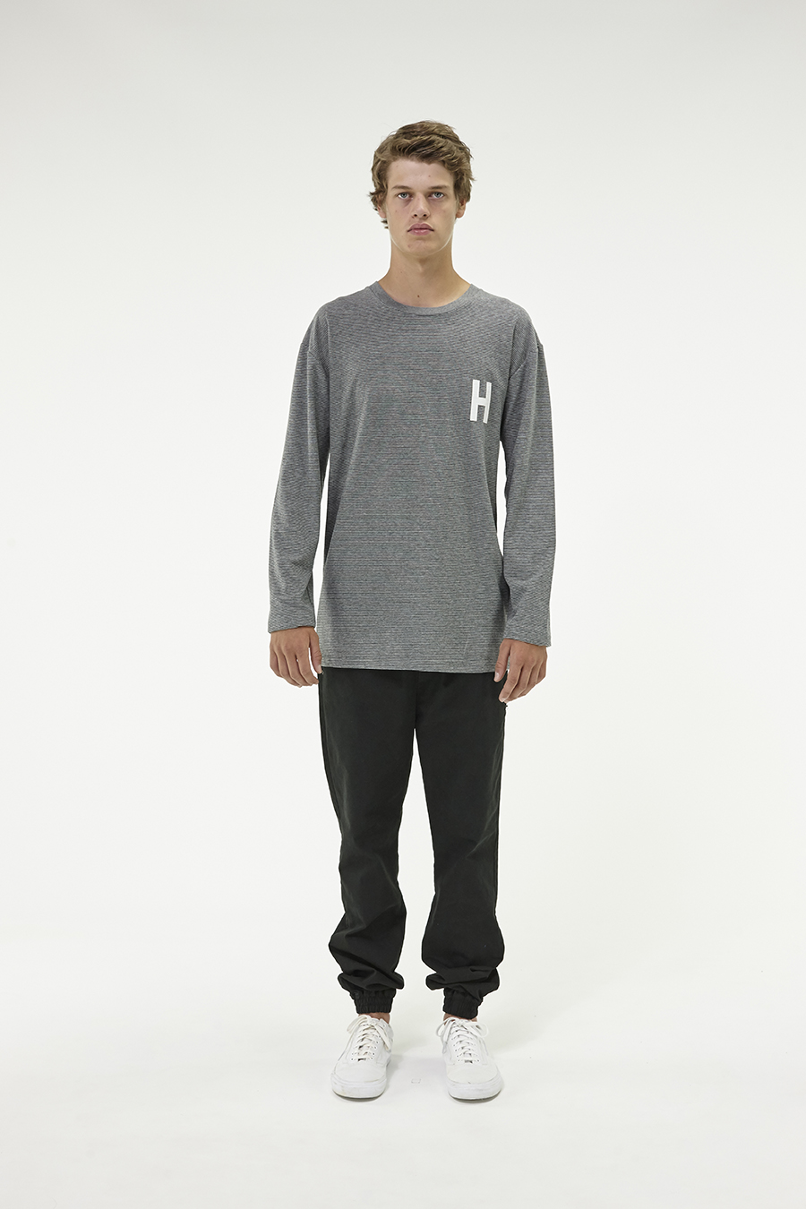 Huffer_Q3-16_M-Weekend-LS-Tee_Grey-01