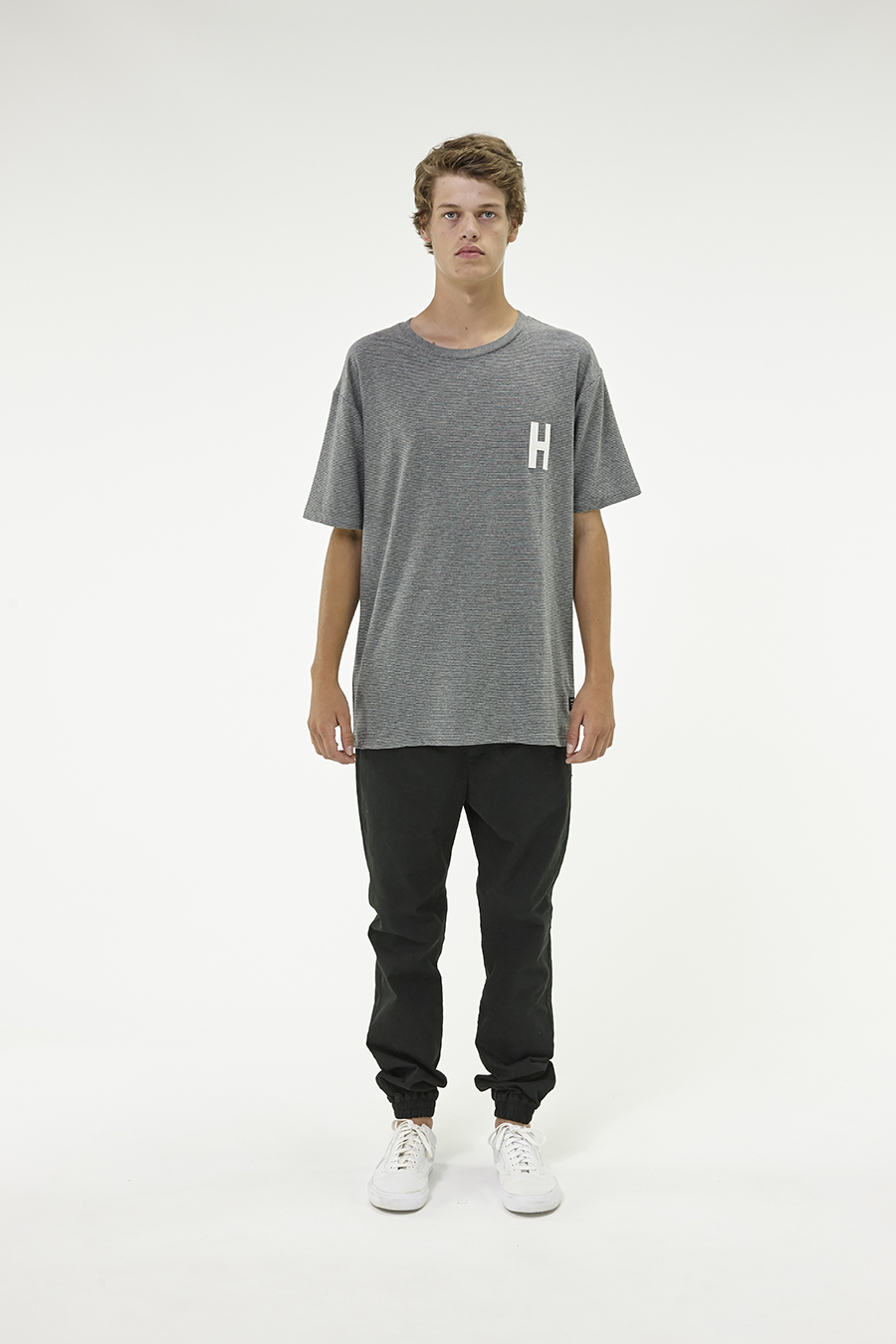 Huffer_Q3-16_M-Weekend-Tee_Grey-01
