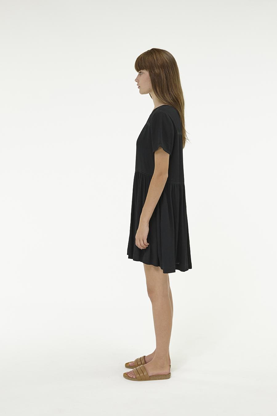 Huffer_Q3-16_W-Park-Dress_Black-02