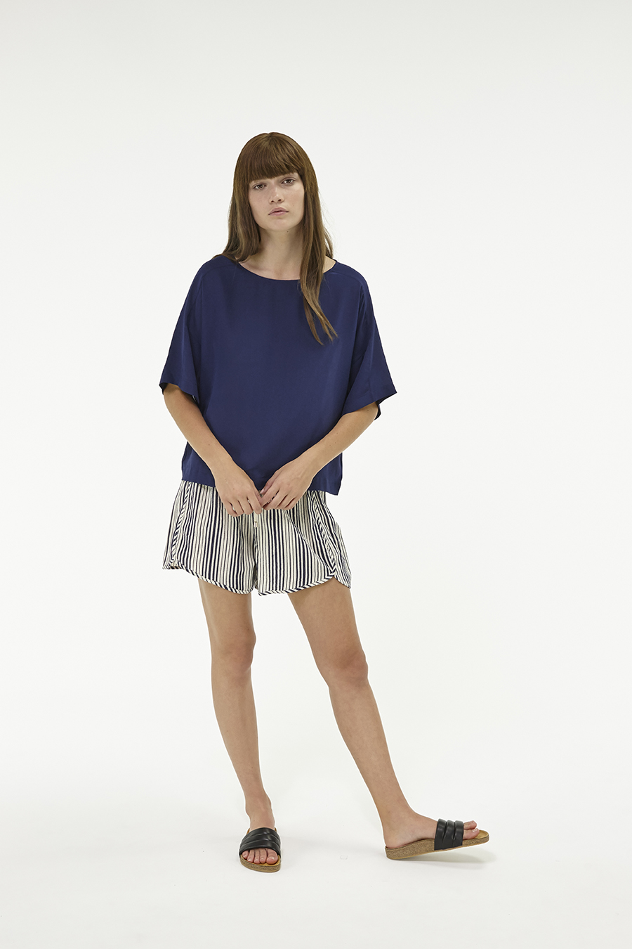 Huffer_Q3-16_W-Silk-Daria-Top_Navy-04