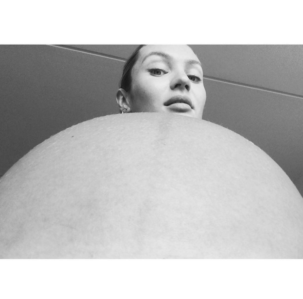 Victoria's Secret Angel, Candice Swanepoel, shared a creative image of her baby bump on Instagram.
