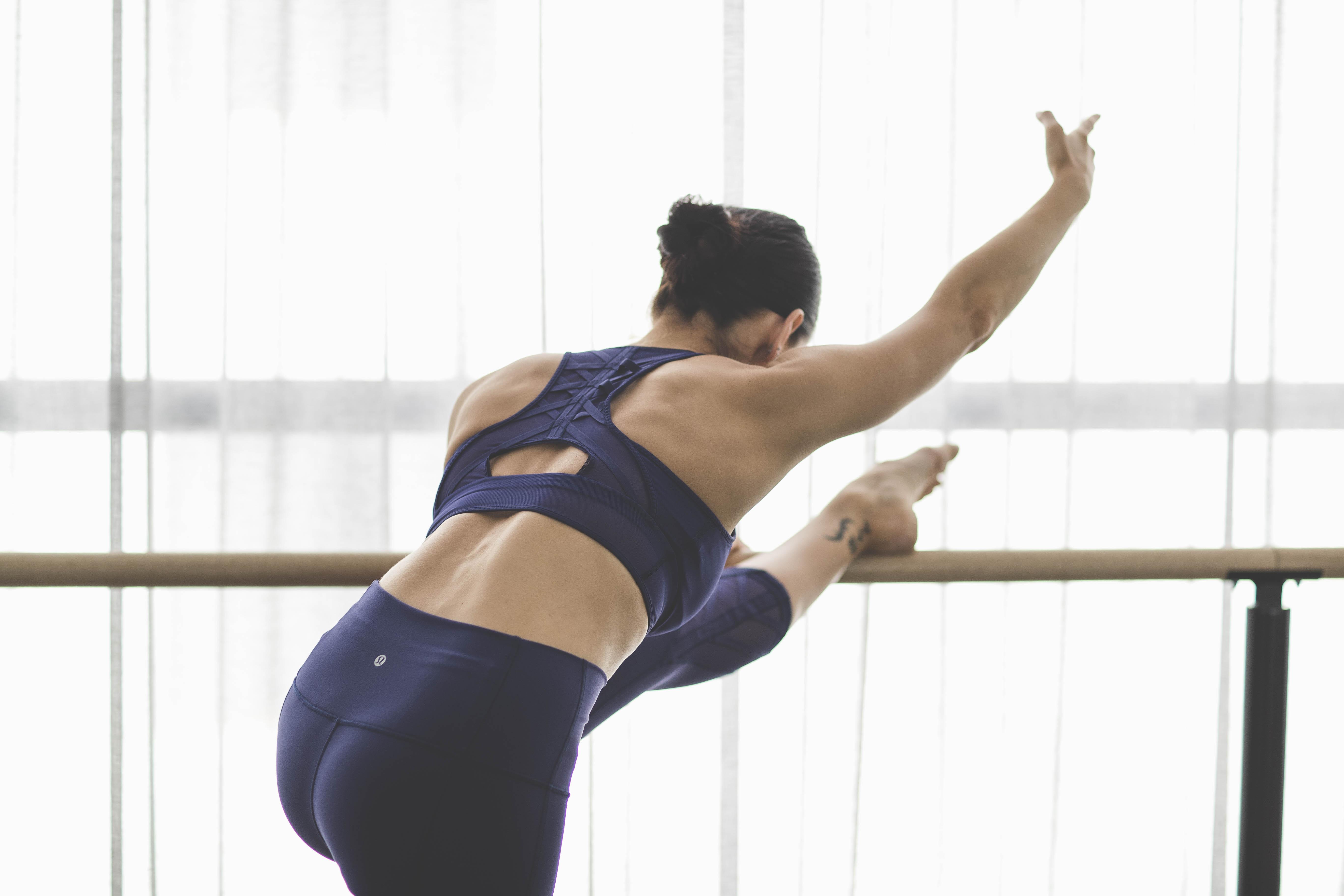 fullrez-2016_wk35_sec1_1028_lulu_aus_mk_womens_essential_rhythm_dance_barre_workout_4101