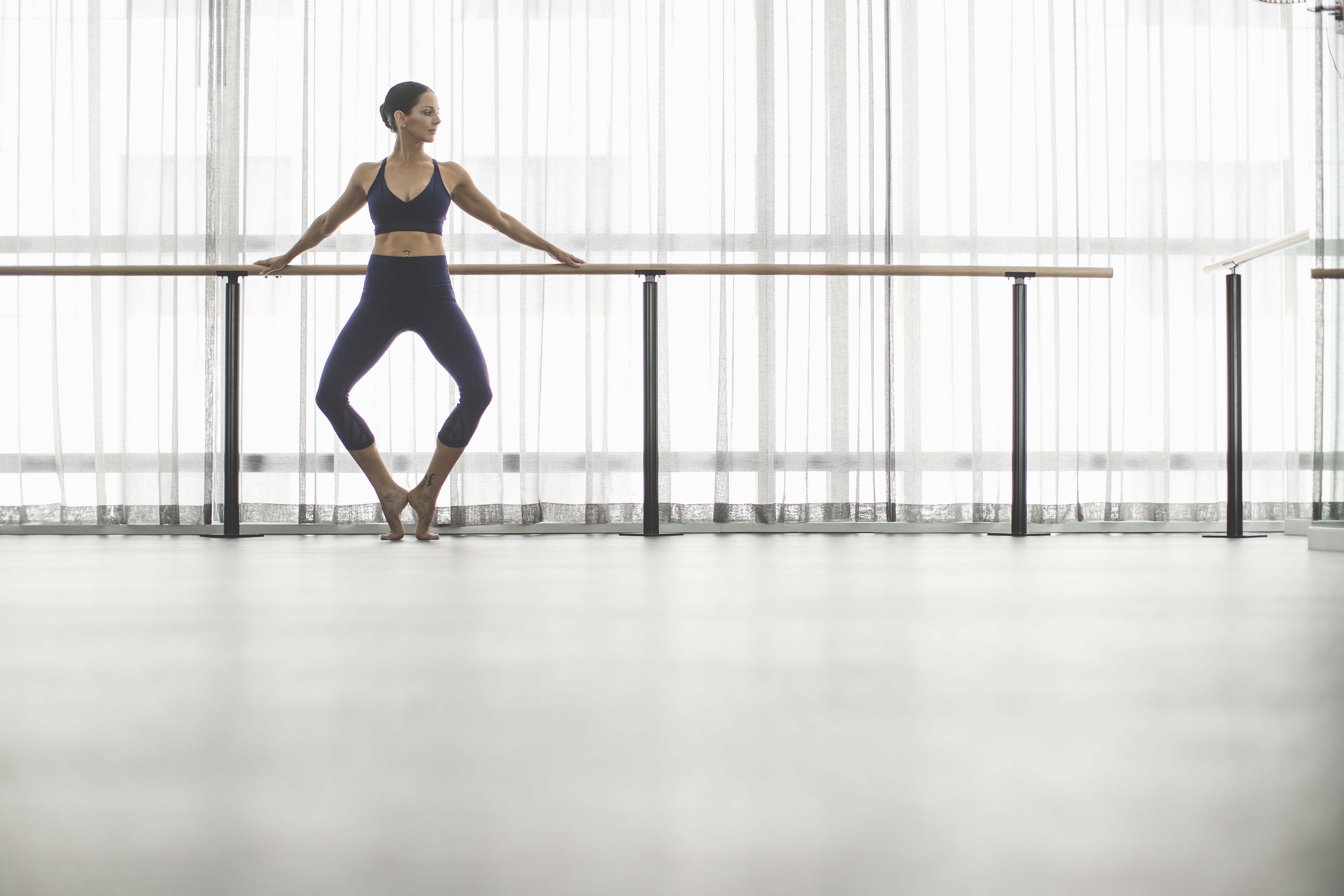 fullrez-2016_wk35_sec1_1068_lulu_aus_mk_womens_essential_rhythm_dance_barre_workout_4141