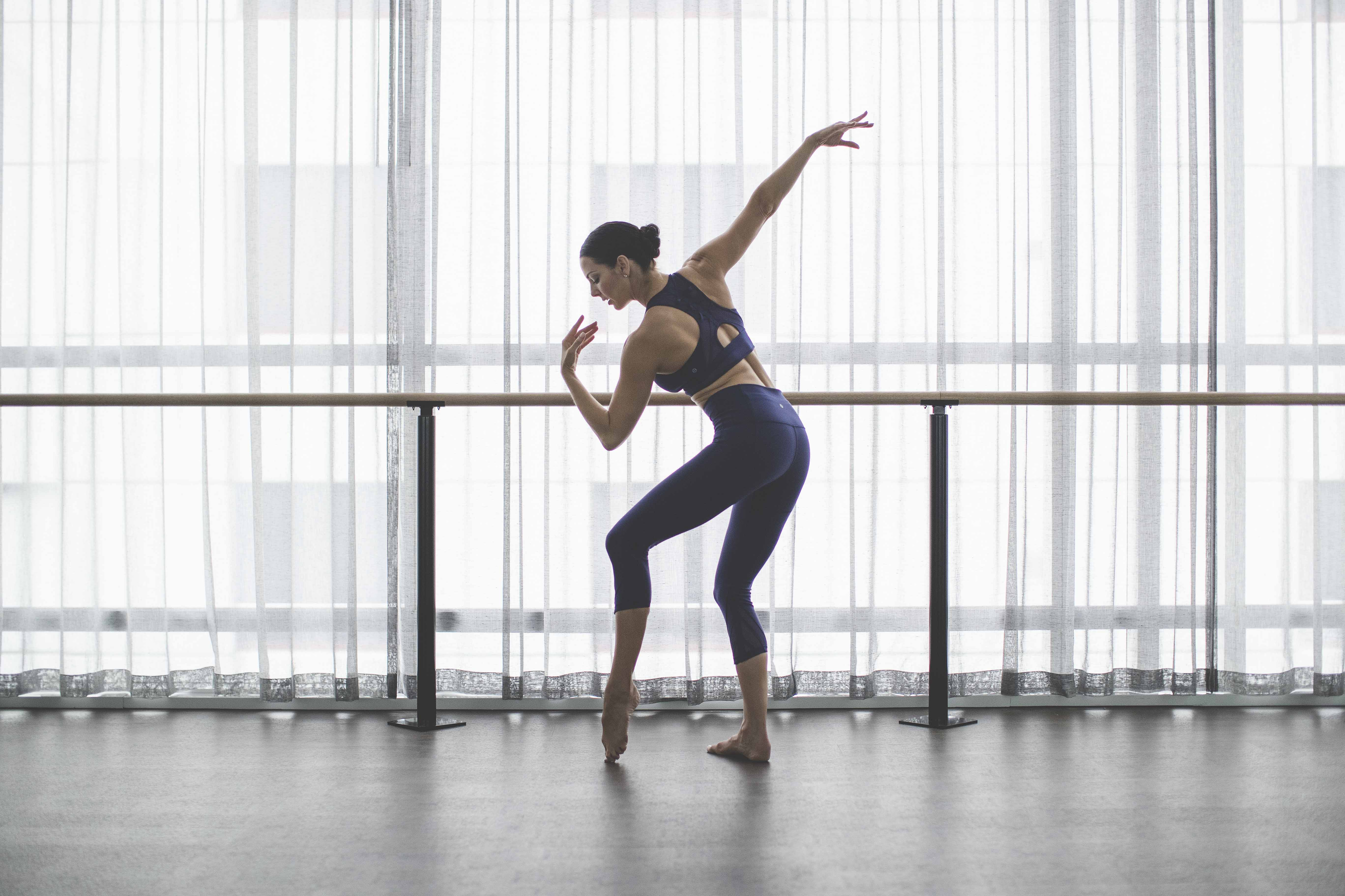 fullrez-2016_wk35_sec1_1249_lulu_aus_mk_womens_essential_rhythm_dance_barre_workout_4322