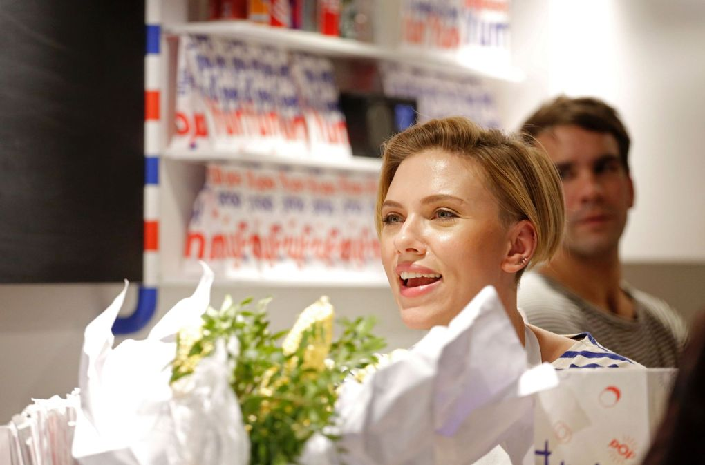 POP UP // Scarlett Johansson officially opened her popcorn show Yummy Pop with her husband Romain Dauriac.