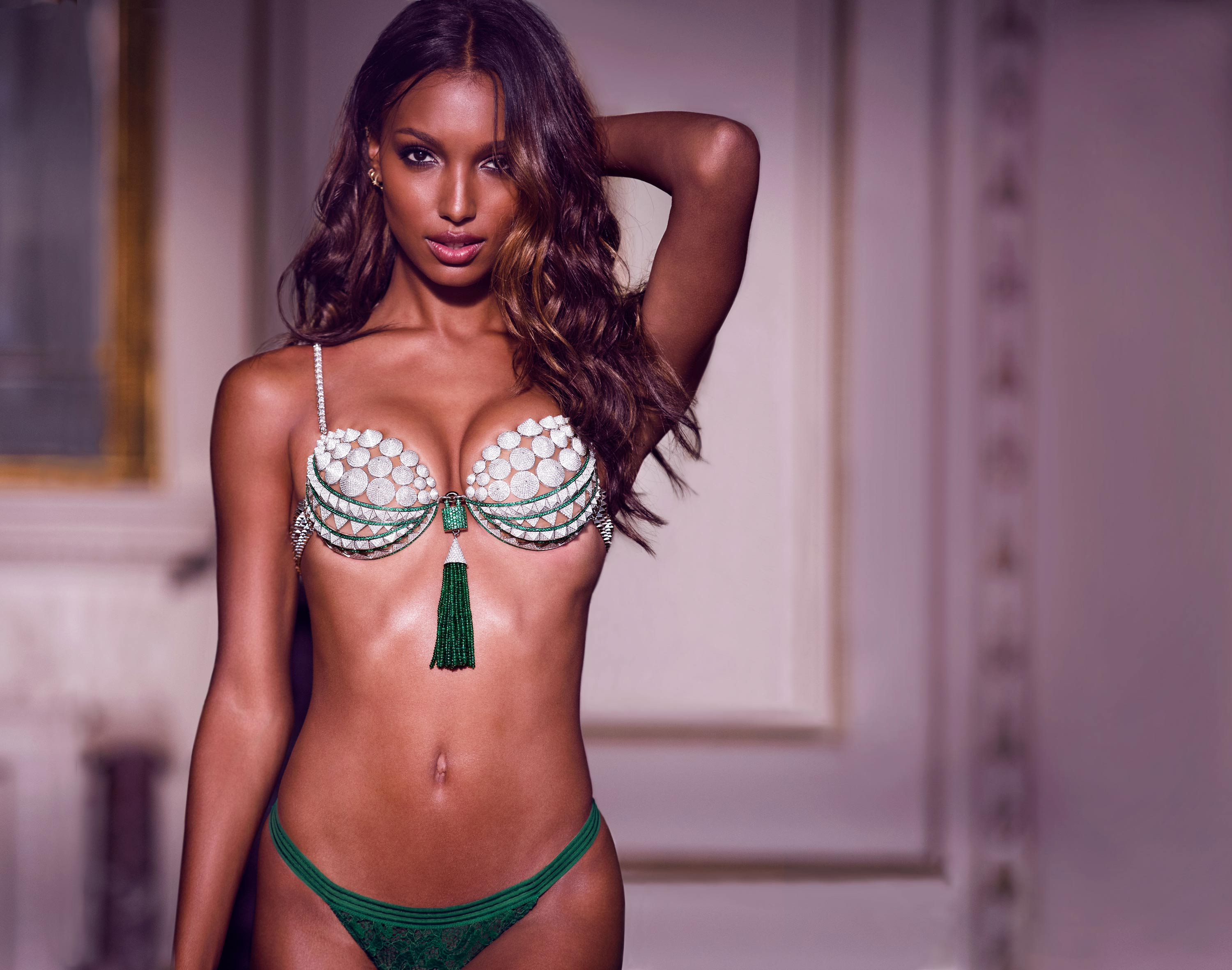 THE BIG REVEAL // Victoria's Secret unveiled this year's Eddie Borgo-designed Fantasy Bra. Jasmine Tookes took everyone on a tour of the Blairsden mansion wearing the emerald and diamond covered bra.
