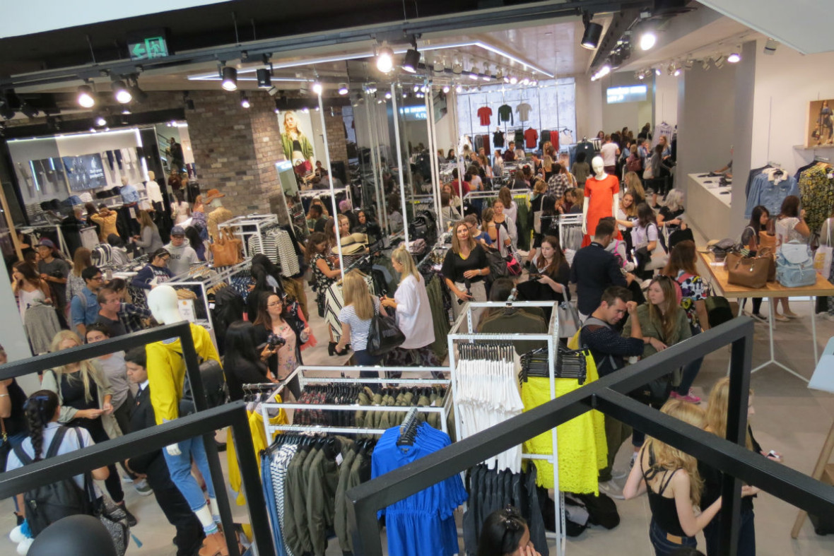 Topshop has confirmed they will open a Wellington store at the start of November.  The location in 265 Lambton Quay, within a stone's throw of David Jones.