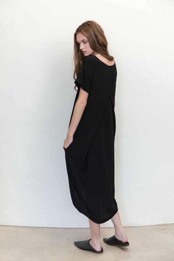 72dpi-2189644315-Residents-Dress-Black