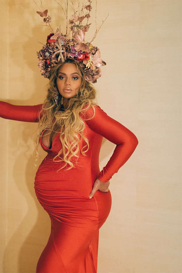 Beyoncé was #pregnancygoals at her mother's Wearable Art Gala, wearing this fabulous flower crown.
