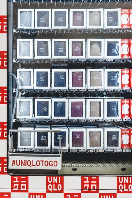 17389615_retail-vending-machines---uniqlo_27930256_m