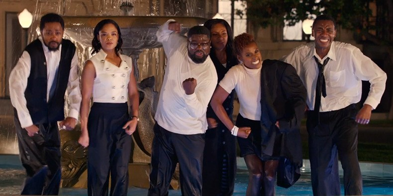 Jay-Z recreated the iconic Friends fountain dance with an all African American cast for his music video 'Moonlight'.