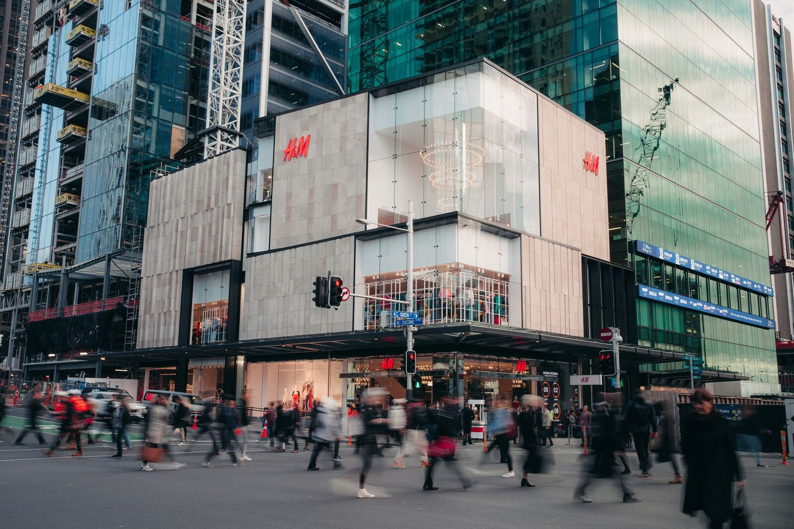 new h&m store external shot