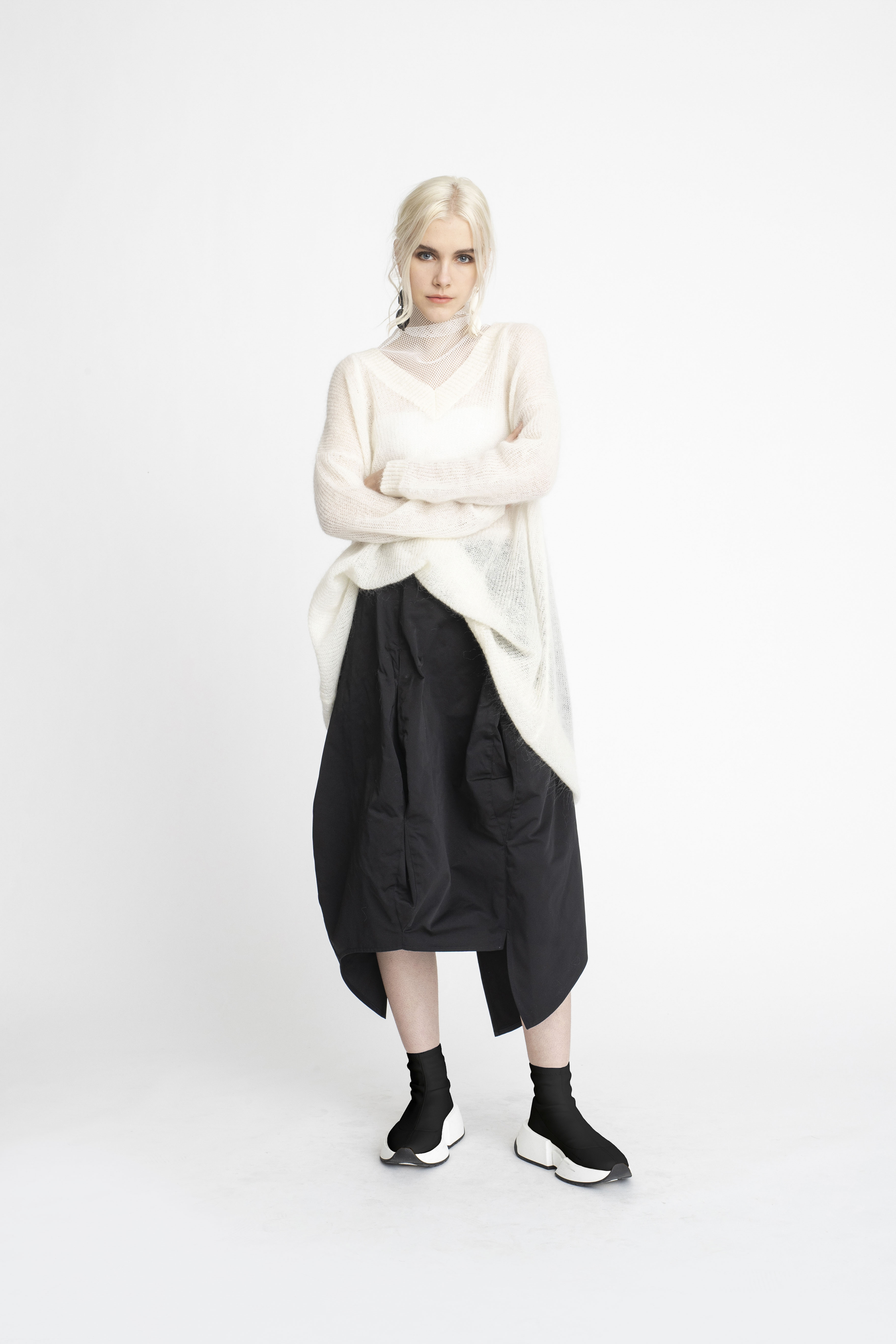 Undone-Tunic_Atmosperic-Sweater_Scope-Skirt_TaylorBoutique_AW19_L70_1699 2