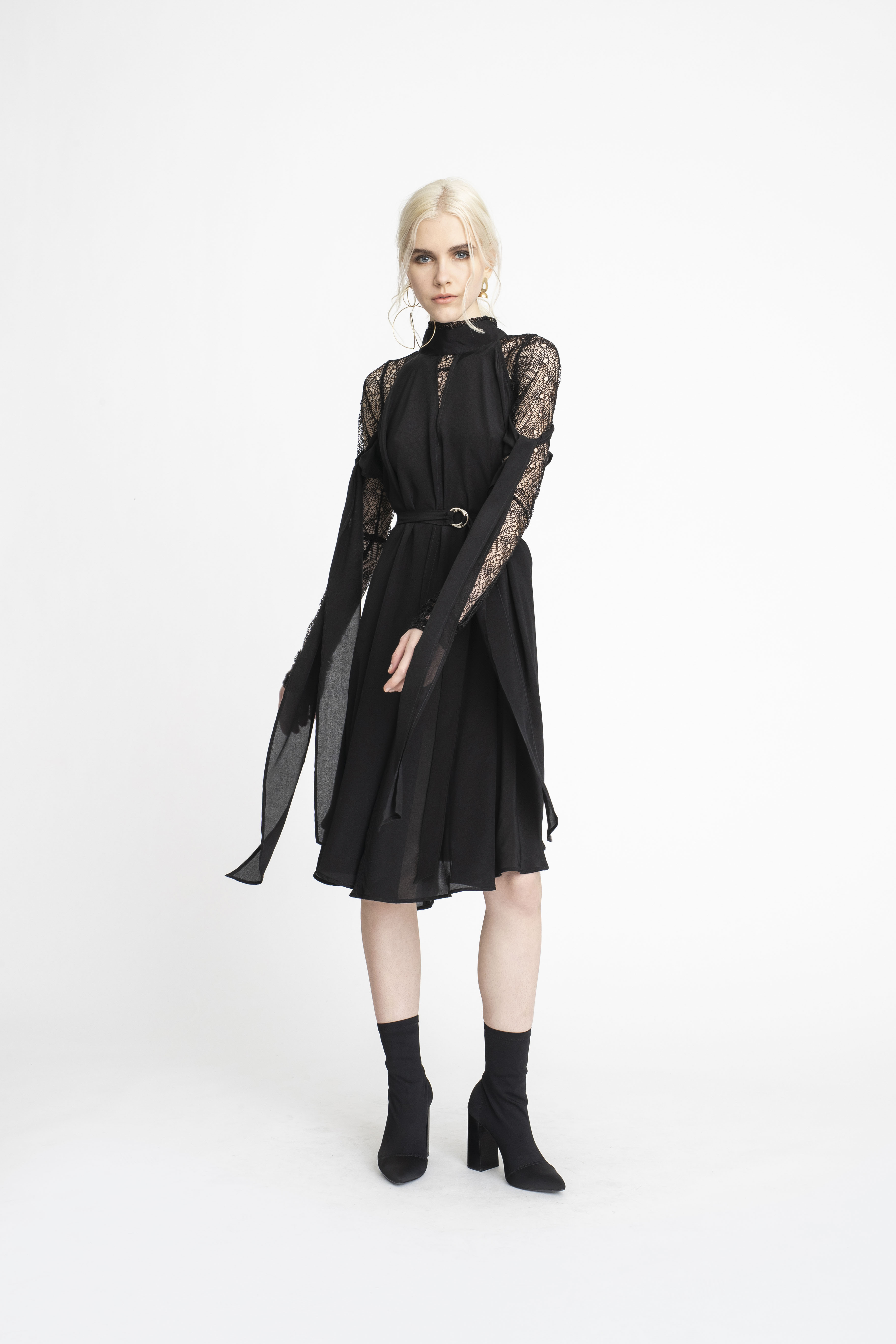 Undone-Tunic_Tie-Sleeve-Fulfilled-Dress_TaylorBoutique_AW19_L67_1631 2