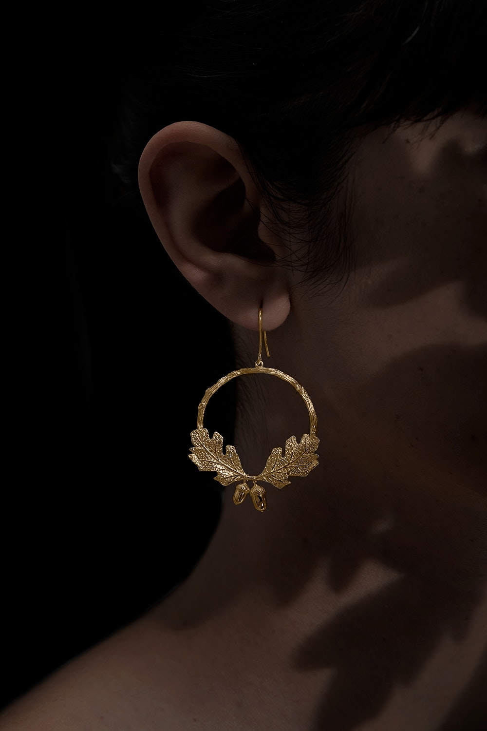 acorn-and-leaf-wreath-earrings-gold-kw3439y-gold-side-0823475001551771963_1551771930
