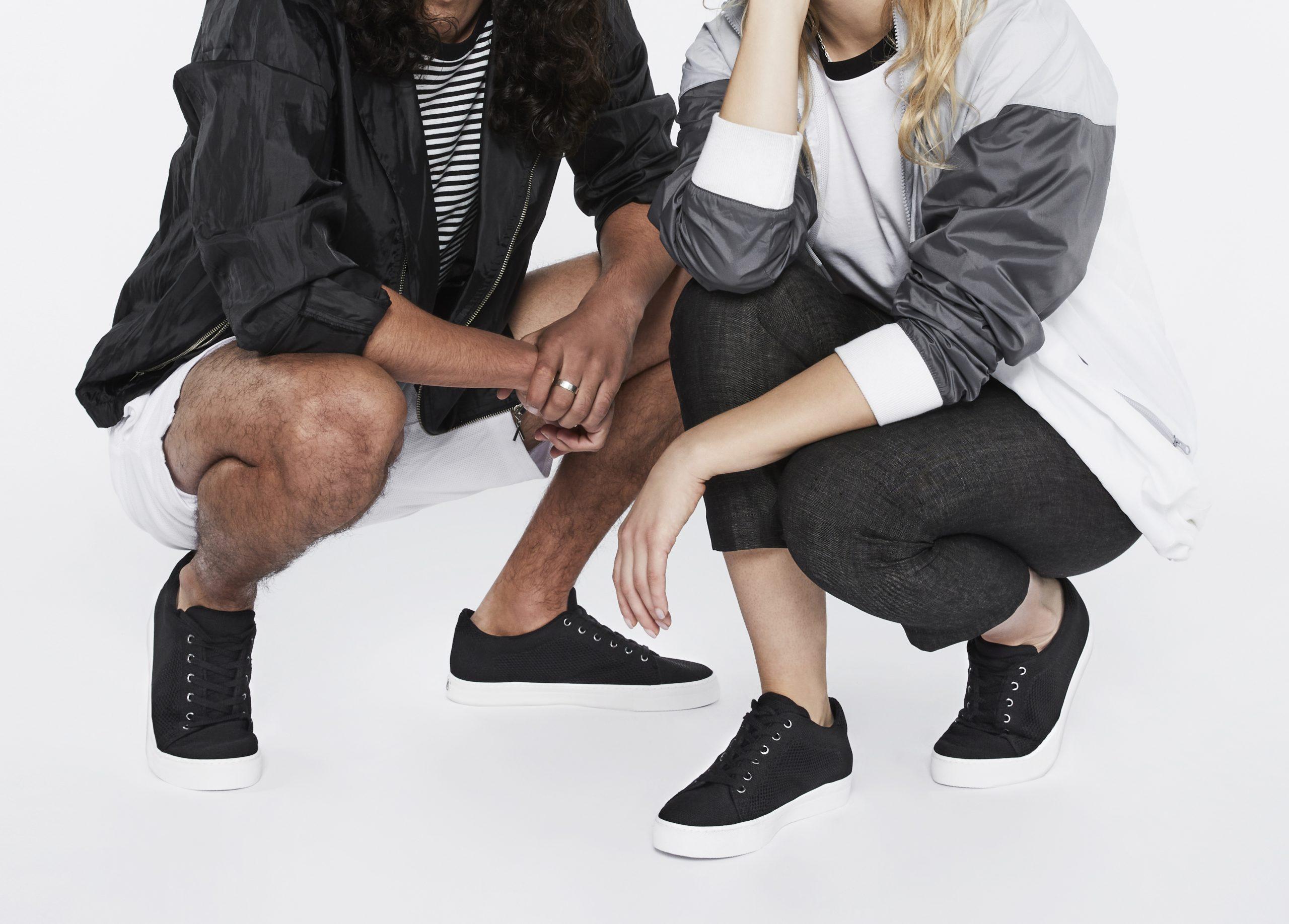 DEUCE_SUSTAINABILITY_GAIA_BLACK_PAIR_LEGS